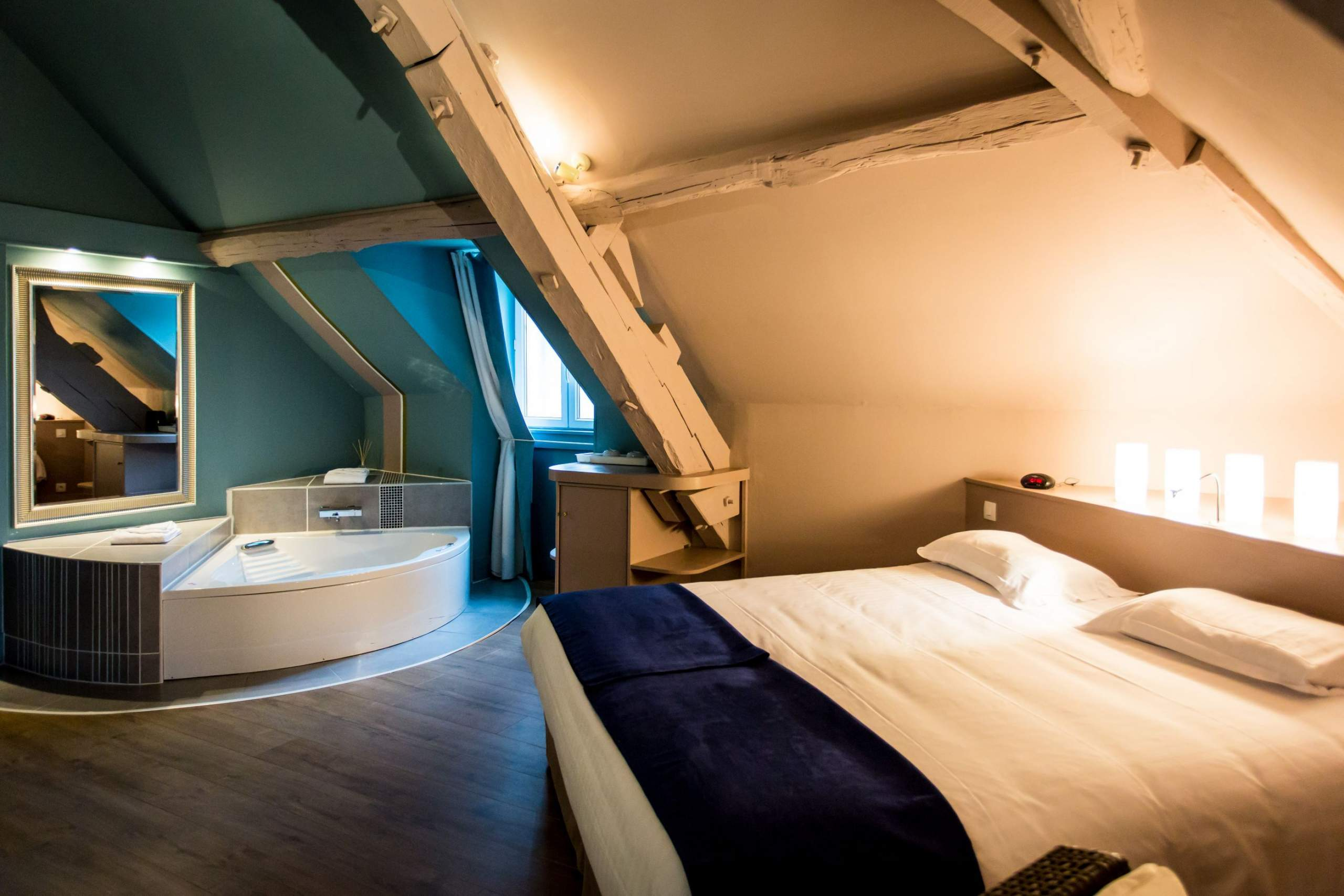 hôtel ursulines, Autun, chambre, couleur d'ambiance bleu et blanc